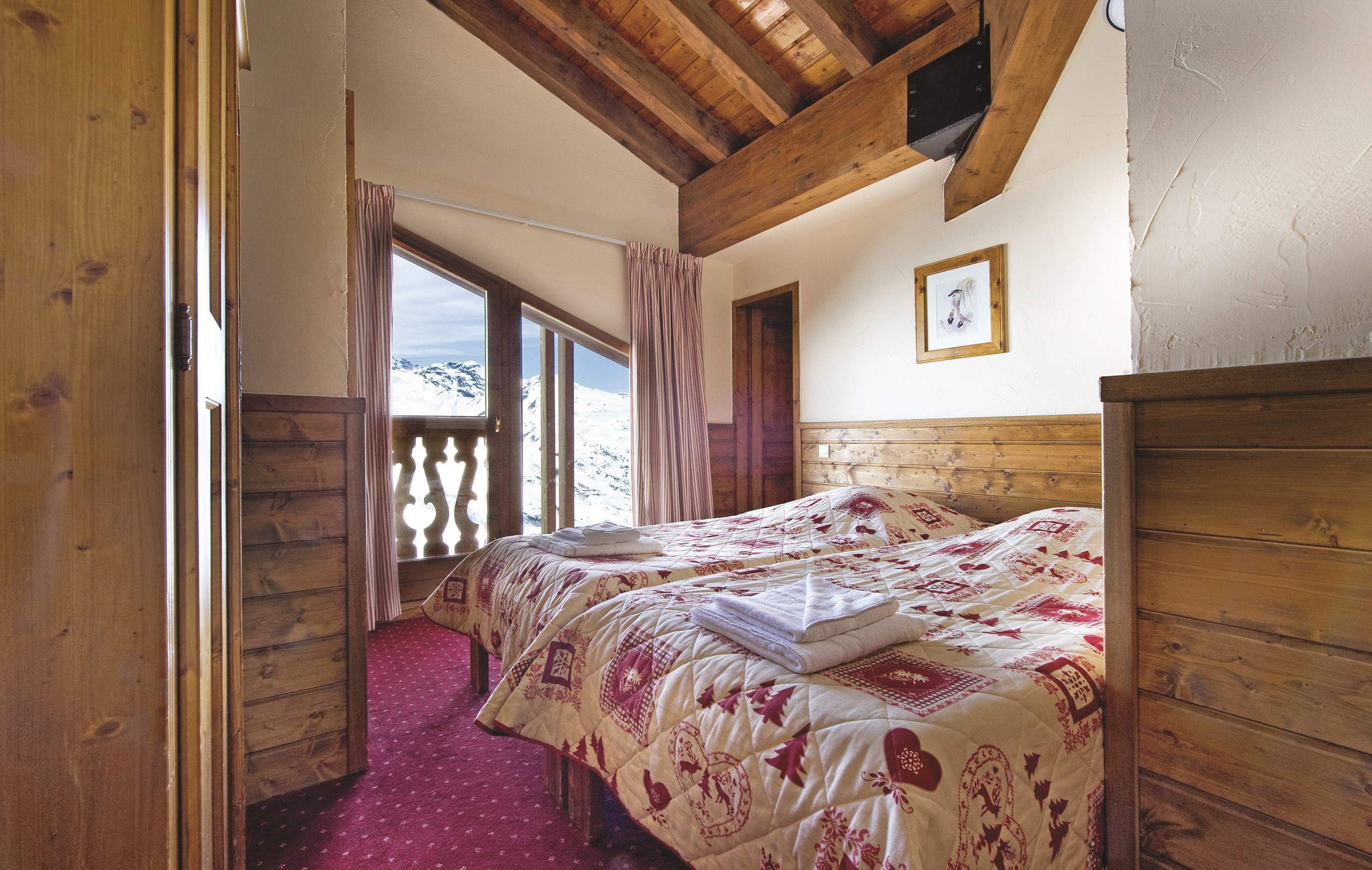 France_Val-Thorens_chalet_amelie_bedroom.jpg